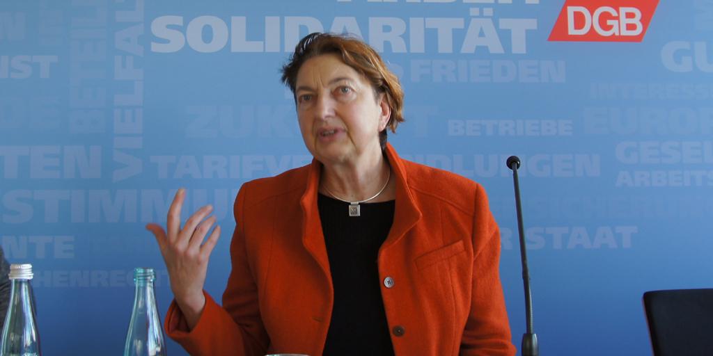 Annelie Buntenbach spricht auf der PK zum Whistleblowerschutz