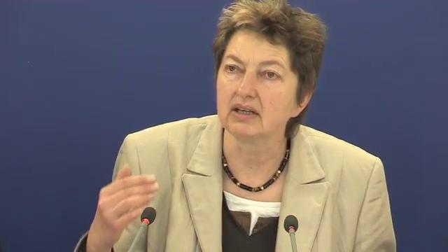 DGB-Vorstandsmitglied Annelie Buntenbach stellt Umfrageergebinsse zum Index Gute Arbeit vor