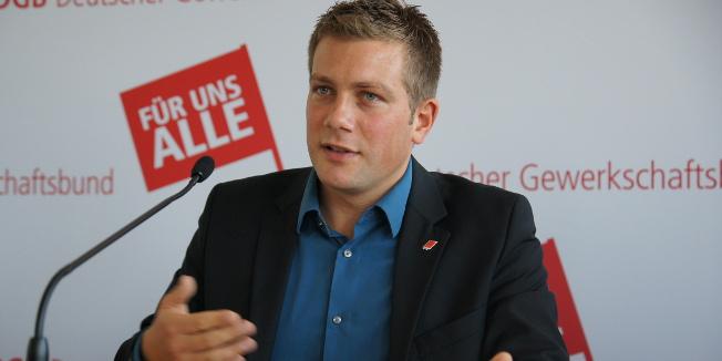 DGB-Bundesjugendsekretär Florian Haggenmiller stellt den Ausbildungsreport 2013 vor