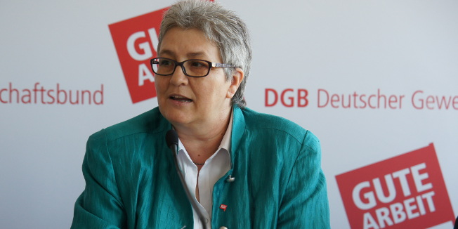 Elke Hannack stellt den DGB-Ausbildungsreport 2013 vor