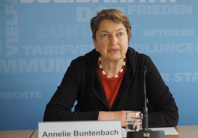 DGB-Vorstandsmitglied Annelie Buntenbach stellt den DGB-Index Gute Arbeit Report 2013 vor