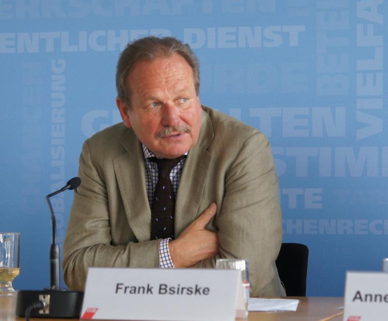 ver.di-Vorsitzender Frank Bsirske bei der Vorstellung des DGB-Index Gute Arbeit Report 2013