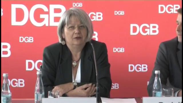 DGB-Vizevorsitzende Ingrid Sehrbrock stellt die neue DGB-Stuide zu Praktika vor