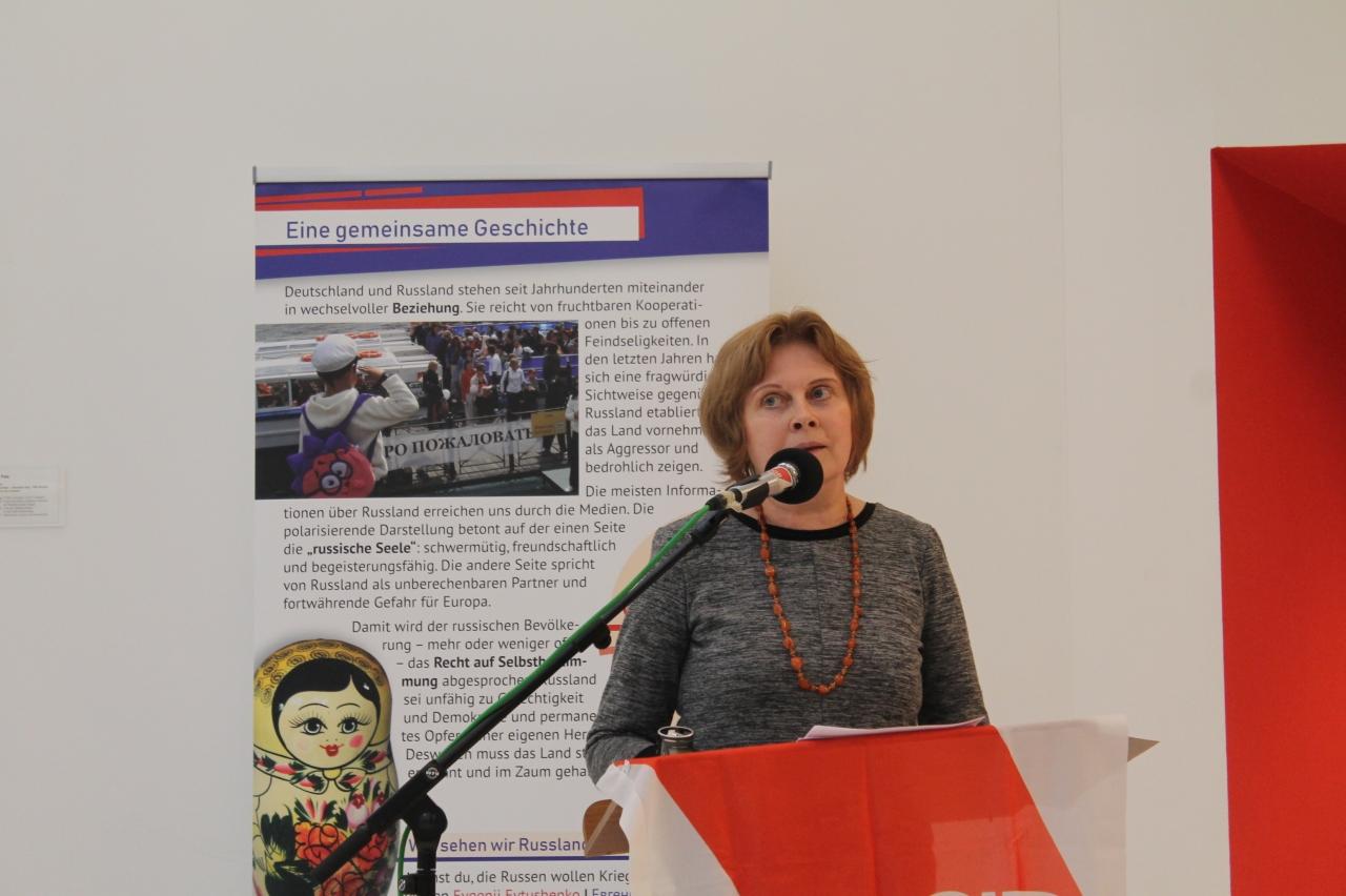 Rede Elena Maslovskaya zur Ausstellung Meinst du, die Russen wollen Krieg